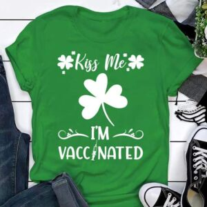 Kiss Me Im Vaccinated ST. PATRICKS DAY 2021 Essential Sweater T Shirt